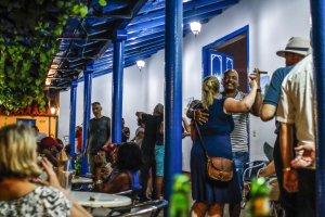 Dancing in bars, Cuba